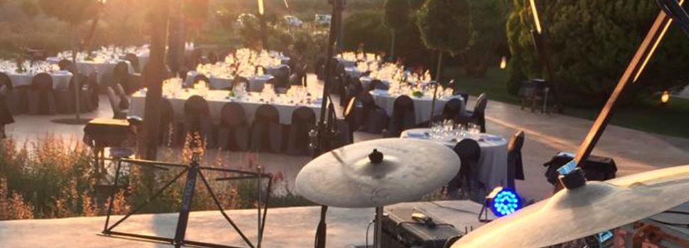 Festival de boda en un paraje desértico